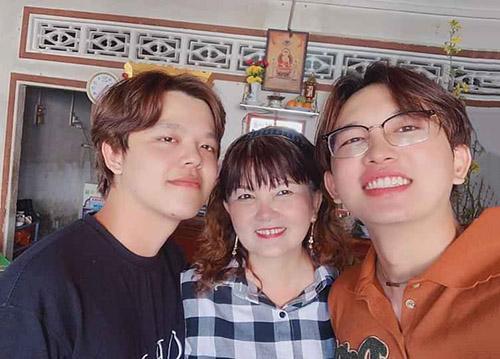 Gia đình Anh Thám Tử Vinh Trần, mẹ và em trai