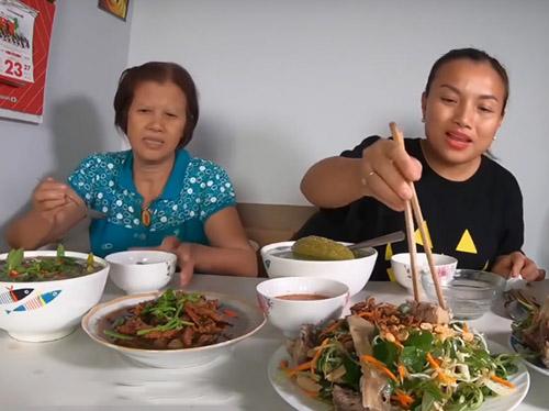 Quỳnh Trần JP và mẹ