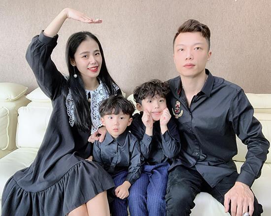Gia đình Hương Ly và chồng con